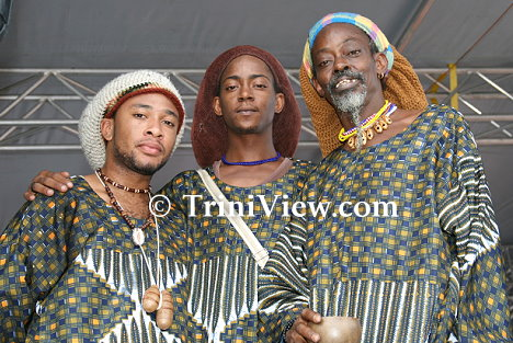 Right: Jajah Onilu and his two sons Baba Ayinde Onilu and Modupe Folasade Onilu